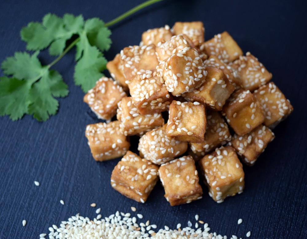 Gebratener Tofu mit Sesamöl