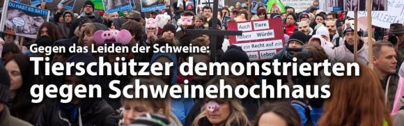 Hunderte Tierschützer demonstrierten für Schließung des Schweinehochhauses